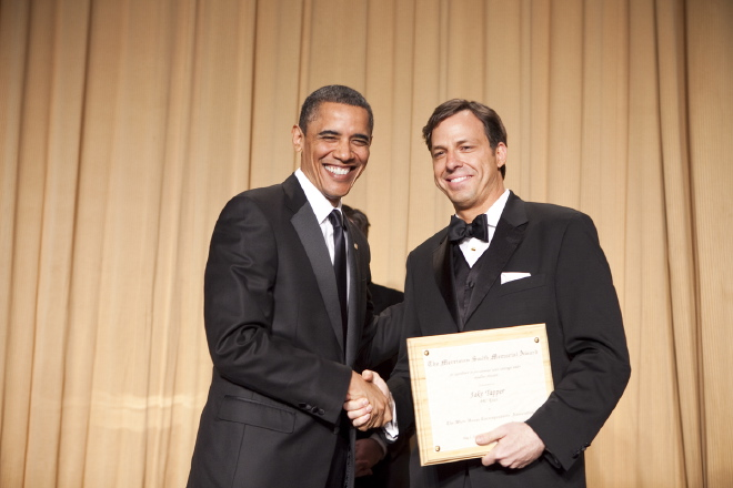 Jake Tapper, ABC News, receives congratulations from President Obama for winning the 2010 Merriman Smith Award: broadcast category. (photo/Paul Morse)